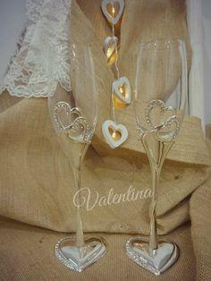 Ποτήρια Σαμπάνιας με μεταλλικές καρδιές! Flute, Our Wedding, Champagne, Tableware, Dinnerware, Flutes, Dishes, Tin Whistle