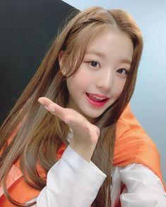 Image may contain: 1 person, selfie and closeup Kpop Girl Groups, Kpop Girls, Korean Girl, Asian Girl, Jang Wooyoung, Selfies, Woo Young, Japanese Girl Group, Korean Makeup