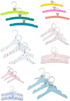 DIY Decorar perchas infantiles Diy Clothes Hangers, Wooden Coat Hangers, Do It Yourself Crafts, Crafts To Make, Zara Home, Baby Chicks, Baby On The Way, New Hobbies, Craft Storage