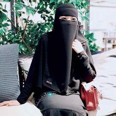 Hijab Niqab, Muslim Hijab, Face Veil, Beautiful Muslim Women, Girl Hijab, Pretty Eyes, Islam, Elegant, Womens Fashion