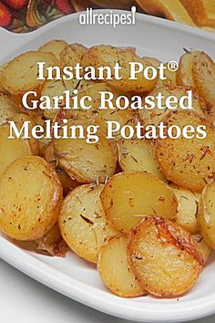 Instant Pot Garlic Roasted Melting Potatoes This recipe was so easy to get together and was perfect with my roasted chicken sidedishrecipes sides dinnersidedish sidedishes sidedishideas potatoes potatorecipes potatosidedish Best Instant Pot Recipe, Instant Pot Dinner Recipes, Side Dish Recipes, Instant Recipes, Instant Pot Potato Recipe, One Pot Recipes, Instant Pot Meals, Soup Recipes, Instant Pot Veggies