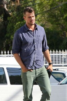 Josh Duhamel. Fergie girl, you are lucky. JUST LOOK AT HIM.