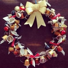 Here's how you can use Nespresso capsules for various fun and unique festive crafts to decorate your home. Festive Crafts, Christmas Projects, Christmas Crafts, Christmas Decorations, Christmas Ornaments, Cup Crafts, 242, Xmas Wreaths, Theme Noel