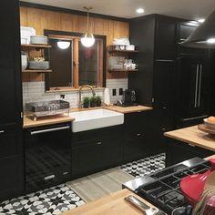 Kitchen Colors: 60 Ideas, Tips and Combinations - Home Fashion Trend Home Decor Kitchen, Kitchen Interior, New Kitchen, Interior Design Living Room, Kitchen Ideas, Kitchen Layout, Black Kitchen Cabinets, Black Kitchens, Home Kitchens