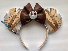 Disney Star Wars Rey Inspired Mickey Ears - Star Wars Bday - Ideas of Star Wars Bday - Disney Star Wars Rey Mickey Ears Disney Diy, Diy Disney Ears, Disney Mickey Ears, Disney Crafts, Cute Disney, Disney Style, Disney Ideas, Star Citizen, Star Wars Disney