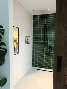 Made Look Subway Tile Bathroom Design Inspiration, Bad Inspiration, Bathroom Interior Design, Small Toilet Room, Small Bathroom, Upstairs Bathrooms, Shower Remodel, Home Decor Kitchen, Bathroom Renovations