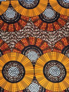 Impression: Recto Matière: polyester/coton Largeur: 46 Texture: Pas ciré Couleurs principales: Orange, marron, rouge, bleu marine Coupe du tissu: Achat de 1 + yards par client sera coupé comme 1 continu pièce de tissu jusquà une longueur maximale de 6 yard. FABRIQUANT: tous