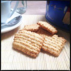 Profumo di cose buone: Biscotti integrali al latte con...la sparabiscotti!