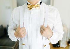 """Ein schillerndes """"Ja"""" auf einer Black & Gold-Hochzeit - Hochzeit - #Fliege in Gold - #Bräutigam"""