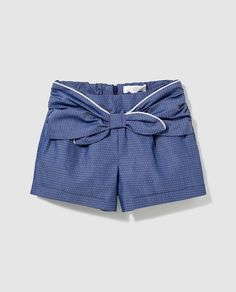 Bass 10 girls' blue shorts with bow Short Niña, Short Girls, Little Girl Fashion, Kids Fashion, Short Infantil, Kids Outfits, Cool Outfits, City Shorts, Kids Frocks Design