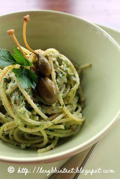 Semplicissima ricetta scoperta per caso e mai più abbandonata.   Un piatto di pasta squisito preparato con pochissimi ingredienti   c...
