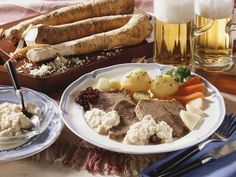 Tafelspitz mit Gemüse ist ein Rezept mit frischen Zutaten aus der Kategorie Rind. Probieren Sie dieses und weitere Rezepte von EAT SMARTER!