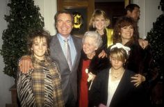 Jill St John Robert Wagner His Mother and His Daughters Katie Wagner Natasha Gregson Wagner and Courtney Wagner