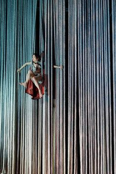 James thierree -Au revoir parapluie multiplicity of ropes - or, is the tent made up of lots of vertical panels performers can come through?