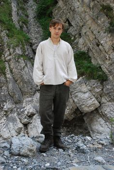 I'd classify this look (long, loose tunic, seemingly comfy pants and shoes) as 'Narnia casual'. Or something from a historical drama. Narnia Cast, William Moseley, British Things, Knight In Shining Armor, Chronicles Of Narnia, Having A Crush, Look Alike, Character Inspiration, Beautiful Men