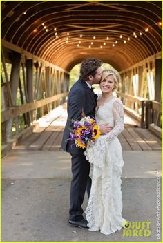 Kelly Clarkson looks absolutely stunning in her wedding dress in these new photos from her wedding to Brandon Blackstock on Sunday (October 20) in Nashville, Tenn. More pics on JustJared.com! Lace Wedding Dress, Country Wedding Dresses, Lace Dress, Wedding Bouquet, Country Weddings, Bridal Lace, Wedding Flowers, Celebrity Wedding Dresses, Celebrity Weddings