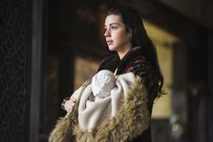 Reign, season 4, episode 15, Blood in the water. Queen Mary and baby James.