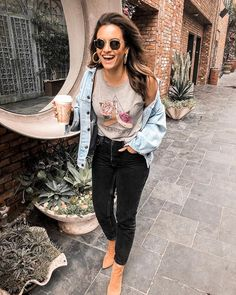 10 Ways to Style Your Favorite Graphic Tee Cool Girl Style, My Style, Sweet Style, Casual Wear Women, Outfit Combinations, Rompers Women, Boho Fashion, Paris Fashion, Spring Fashion