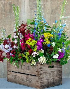 Container Flowers Ideas New Amazing Diy Outdoor Planter Ideas to Make Your Garde. Container Flowers Ideas New Amazing Diy Outdoor Planter Ideas to M Diy Planters Outdoor, Wooden Garden Planters, Garden Pots, Garden Bed, Box Garden, Outdoor Decor, Pallet Planters, Garden Pallet, Fence Garden