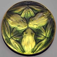 In love with this frog meeting // A brooch designed by René Lalique