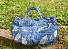デニムリメイク◆フェルト刺繍のかわいい丸底バッグの作り方 | つれづれリメイク日和 Denim Bag, Denim Jeans, Denim Crafts, Balenciaga City Bag, Blue Jeans, Gym Bag, Diaper Bag, Shoulder Bag, Couture