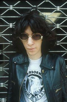 The Ramones: Joey Ramone Joey Ramone, Ramones, Punk Rock, Iggy Pop, Band Posters, Music Posters, Retro Posters, Joan Jett, Dee Dee