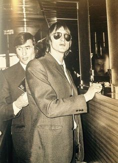 Cruyff and Swart are going through customs wearing sunglasses Good Soccer Players, Football Players, Afc Ajax, The Age Of Innocence, British Sports, Most Popular Sports, Everton Fc, Soccer Stars, The Old Days