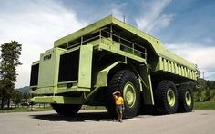 World Biggest Truck  #amazing.The Caterpillar 797 topped this Terex Titan 33-19 in 1998 with 360 tons