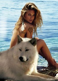 Bar Refaeli wows on the cover of ELLE Spain June 2014 Native American Girls, Native American Beauty, Wolf Spirit, Spirit Animal, Beautiful Horses, Animals Beautiful, Animals And Pets, Cute Animals, Wolves And Women