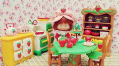 Vintage kitchen with the 35th Anniversary Strawberry Shortcake Doll. I love Re-ment miniature so I was so excited to get this kitchen to showcase them. There is also a sink but I didn't have enough space in the photo to add it. My dream is to one day get the Berry Happy Home, the original Strawberry Shortcake dollhouse (^_^)
