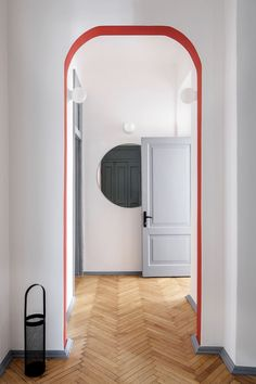 Looking for easy DIY wall decor ideas? We've rounded up the best DIY wall art that anyone can master. Hallway Colour Schemes, Hallway Colours, Wall Colours, Door Design, House Design, No Ceilings, Cool Wall Decor, Design Moderne, Painted Doors