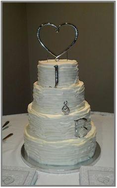 White wedding cake www.sturgiscakelady.com
