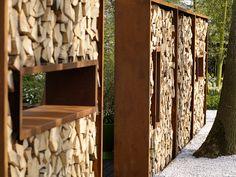 Zeno Garden Divider: De ZENO GARDEN DIVIDER is een uit Cor-ten A staal gemaakte houtopslag die in elke gewenste breedte geleverd kan worden. Vaak wordt de Zeno Garden Divider gebruikt als tuinafscheiding of windbescherming. Cor-ten A staal is een staal wa