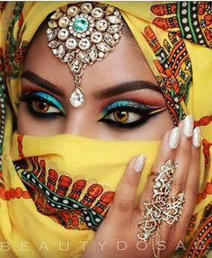 Beautiful eyes with Hijab Arabian Makeup, Arabian Beauty, Stunning Eyes, Gorgeous Eyes, Arabic Eyes, Beautiful Muslim Women, Exotic Beauties, Girls Eyes, Cool Eyes