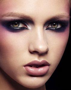 Deep purple smokey eye