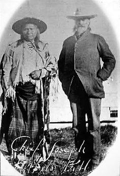 Nez Perce Chief Joseph poses with Buffalo Bill - American Indians of the Pacific Northwest -- Image Portion - University of Washington Digital Collections Native American Artwork, Native American Tribes, Native American History, Western Comics, Buffalo Bills, Chief Joseph, West Art, Native Indian, First Nations