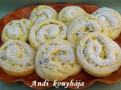 Pudingos - túrós csiga Hungarian Desserts, Hungarian Recipes, Hungarian Food, Bread Recipes, Cooking Recipes, Spring Rolls, Bread Rolls, Superfoods, Bagel