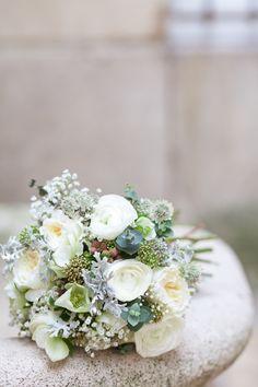 ©FleurdeSucre - Shooting inspiration - Un mariage en hiver - La mariee aux pieds nus #winter #bouquet