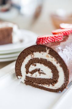 Easy Chocolate Swiss Roll Cake Recipe - It is much easier and more forgiving than it looks! Chocolate sponge cake filled with fresh whipped cream and topped with chocolate ganache. Great dessert for e(Chocolate Cream Roll) Swiss Roll Cakes, Swiss Cake, Food Cakes, Cupcake Cakes, Cake Roll Recipes, Frosting Recipes, No Bake Cake, Nutella, Creme