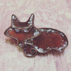 """Брошь """"Рыжий лис""""  Брошь сделана из #меди и #горячейэмали  #broshi_svoimi_rukami #copper #handmade #broochfox #fox"""