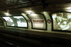 La estación fantasma de Chamberí, La estación de Chamberí, en la línea 1 entre Iglesia y Bilbao, es una parada del Metro de Madrid que primero fue clausurada y más tarde convertida en museo. En ella los visitantes podrán observar cómo eran las estaciones de la red de metro a principios del siglo XX, construidas en curva a imagen del metropolitano parisino. Todo un viaje en el tiempo.
