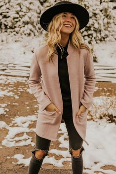 winter fashion cold & winter fashion ` winter fashion outfits ` winter fashion 2020 ` winter fashion outfits casual ` winter fashion outfits dressy ` winter fashion casual ` winter fashion cold ` winter fashion outfits for work Winter Outfits 2019, Winter Outfits Women, Casual Fall Outfits, Preppy Outfits, Stylish Outfits, City Break Outfit Winter, Christmas Outfits For Women, Peach Outfits, Hipster Style Outfits