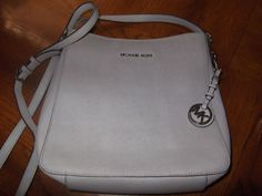 Michael Kors Jet Set Grey Saffiano Leather Large Messenger Bag #MichaelKors #MessengerCrossBody