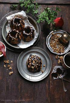 cinnamon walnut pear cake with whiskey-mocha fudge   une gamine dans la cuisine
