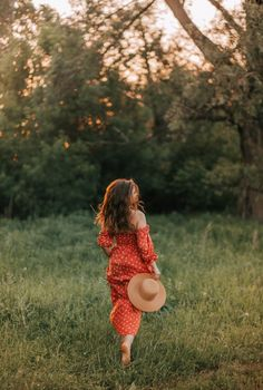 Picnic Photography, Dreamy Photography, Portrait Photography Poses, Photography Poses Women, Photo Poses, Creative Photography, Shooting Pose, Pre Debut Photoshoot, Female Portrait Poses