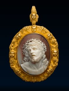 Inspired by Guido Reni's paintings of this subject which shows Christ being presented to the people, crowned with thorns Victorian Jewelry, Antique Jewelry, Vintage Jewelry, Cameo Pendant, Gold Pendant, Cameo Jewelry, Ancient Jewelry, Ivoire, Our Lady