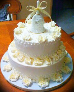 - all made with buttercream ...roses sprinkled with gold shimmer dust