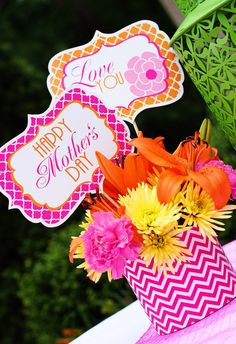 Cute Mothers Day printables for a mother's day brunch: flower sticks, cupcake decorations, Happy Mothers Day banner and more.