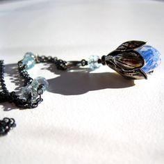 Oxyderet sølvhalskæde med vedhæng af håndlavet perlekappe og facetslebet opalit
