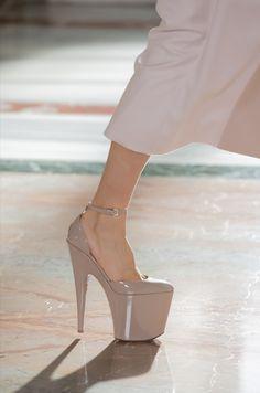 Only Fashion, Fashion News, High Fashion, Fashion Beauty, Fashion Show, Womens Fashion, Paris Fashion, Valentino Couture, Chanel Couture